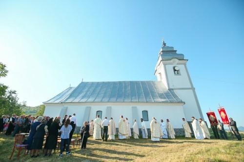 Resfințirea bisericii parohiei Petreștii de Sus, veche de mai bine de 170 de ani