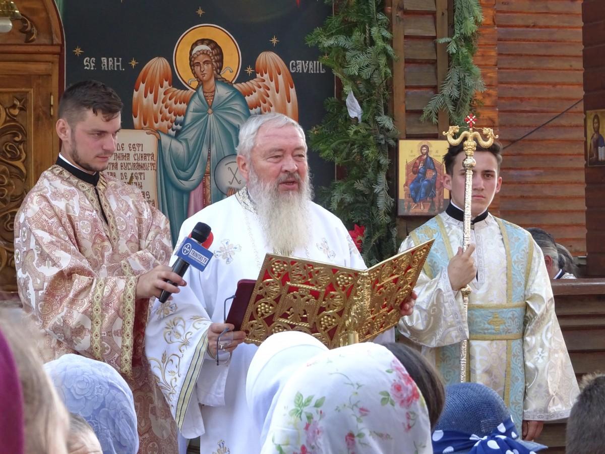 """IPS Andrei: """"Mergeți în lume și oriunde ajungeți, să le spuneți oamenilor că există Dumnezeu!"""""""
