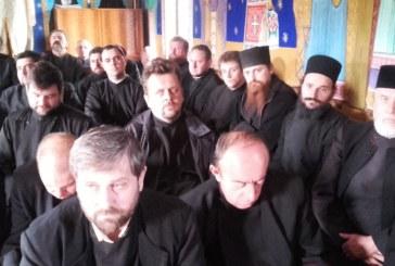 Înaltpreasfințitul Andrei, în mijlocul preoților din Protopopiatul Cluj I, întruniți în ședință lunară la Parohia Șutu