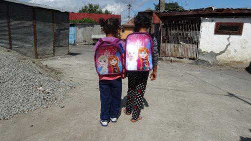 Ghiozdane cu rechizite pentru 80 de copii nevoiași
