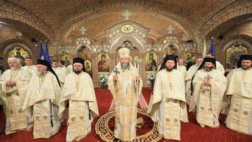 Antimise noi pentru Altarele Eparhiei Maramureşului şi Sătmarului