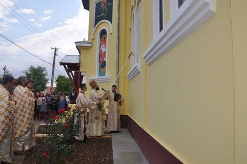 Târnosirea bisericii din Parohia Bodia