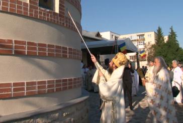 "Doi ierarhi prezenți la sfințirea Bisericii Ortodoxe ""Sf. Cuv. Parascheva"" din Gherla"