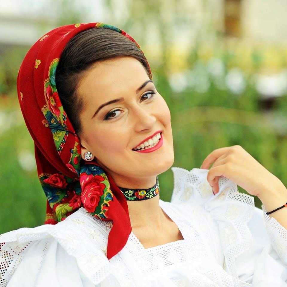 """CARMEN ȘTEȚCO: """"Muzica autentică și tradițiile nu vor pieri niciodată"""""""