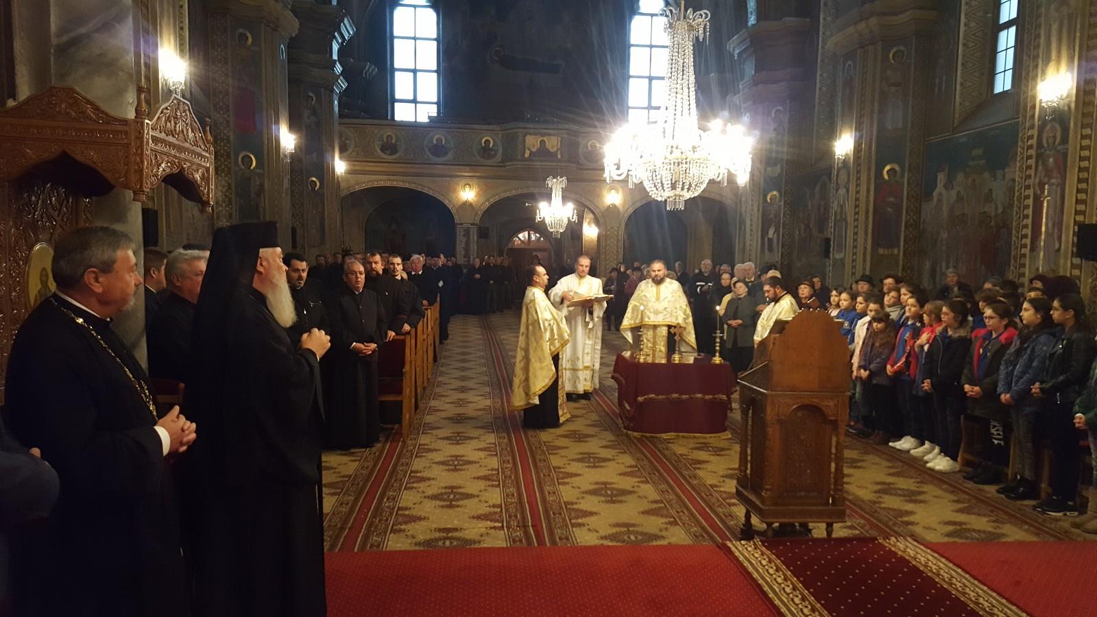 Mitropolitul Clujului a prezidat astăzi lucrările conferinței preoțești de toamnă, de la Bistrița