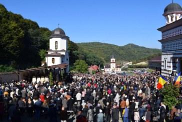 """Mii de credinciosi au participat la hramul mănăstirii """"Acoperământul Maicii Domnului"""" de la Florești"""