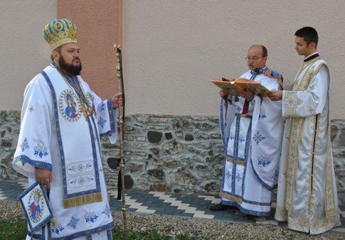 Resfințirea bisericii din parohia sălăjene Vîrșolț