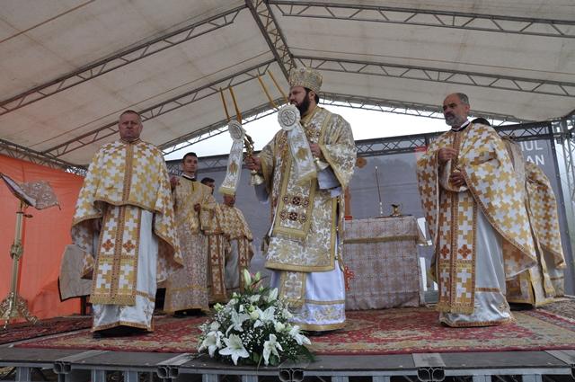 Biserica din localitatea sălăjeană Cliț, târnosită de PS Petroniu