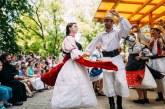 Curs de dans tradiţional românesc pentru tineri