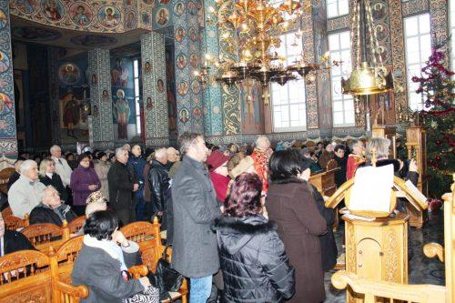 """Colinde tradiționale de Sfântul Nicolae, în biserica parohiei clujene """"Nașterea Domnului"""""""
