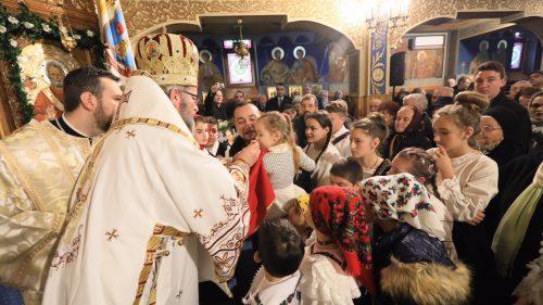 """Biserica închinată """"Sfântului Ierarh Nicolae"""" şi """"Sfinţilor Români"""" din Baia Mare, târnosită de PS Iustin"""