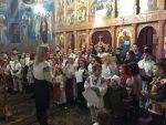 """Copii și tineri colindători la Biserica Ortodoxă """"Sfânta Treime"""" din Bistrița"""