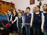 O întâlnire a bucuriei între două generații înaintea sărbătorii Nașterii Domnului