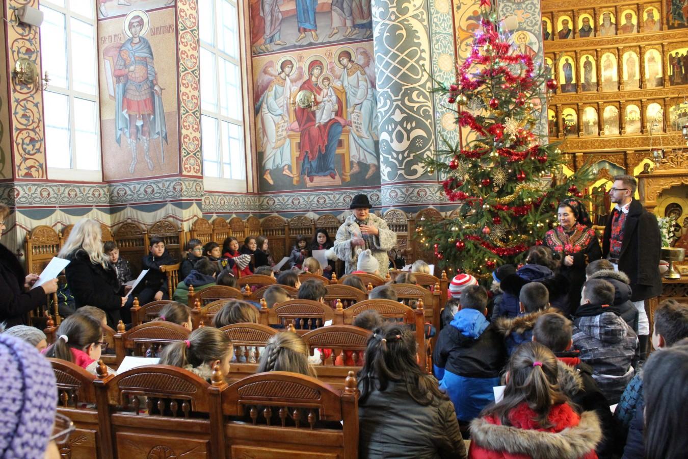 Obiceiurile de Crăciun, prezentate elevilor clujeni