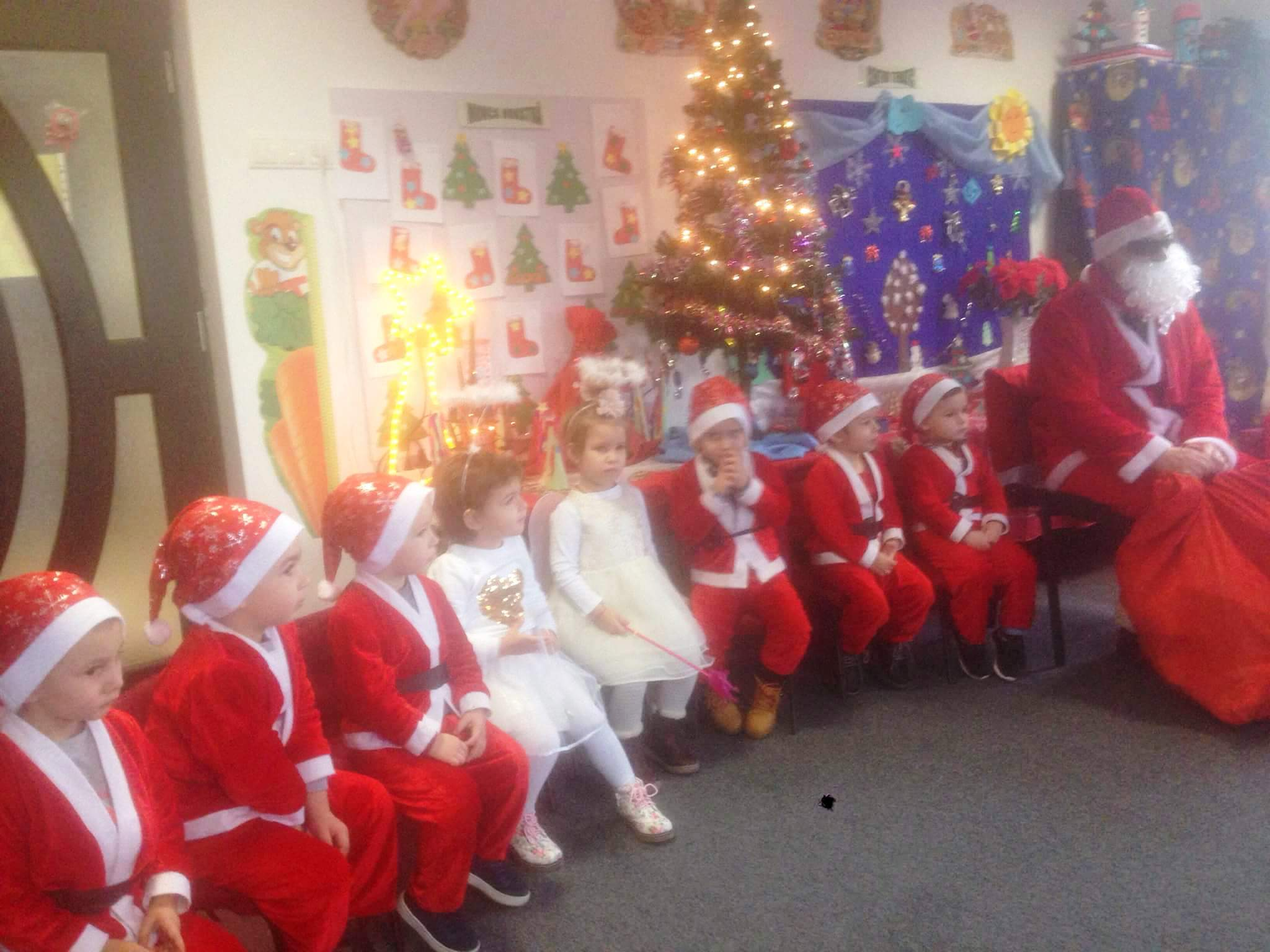 """Serbarea de Crăciun, la Grădiniţa Centrului """"Sfântul Arhidiacon Ştefan"""" din Maieru"""