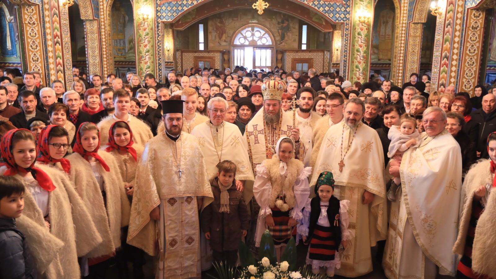 """Sfânta Liturghie în biserica """"Soborul Sfinţilor 12 Apostoli"""" din Baia Mare"""