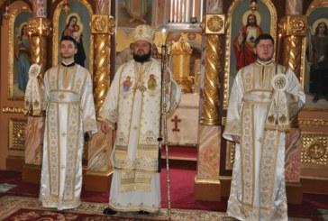 """Liturghie arhierească, la biserica """"Adormirea Maicii Domnului"""" din Zalău"""