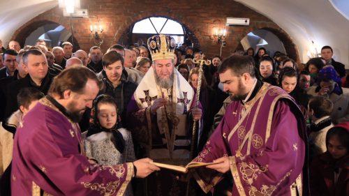 Episcopul Maramureşului şi Sătmarului a oficiat Sfânta Liturghie în satul natal