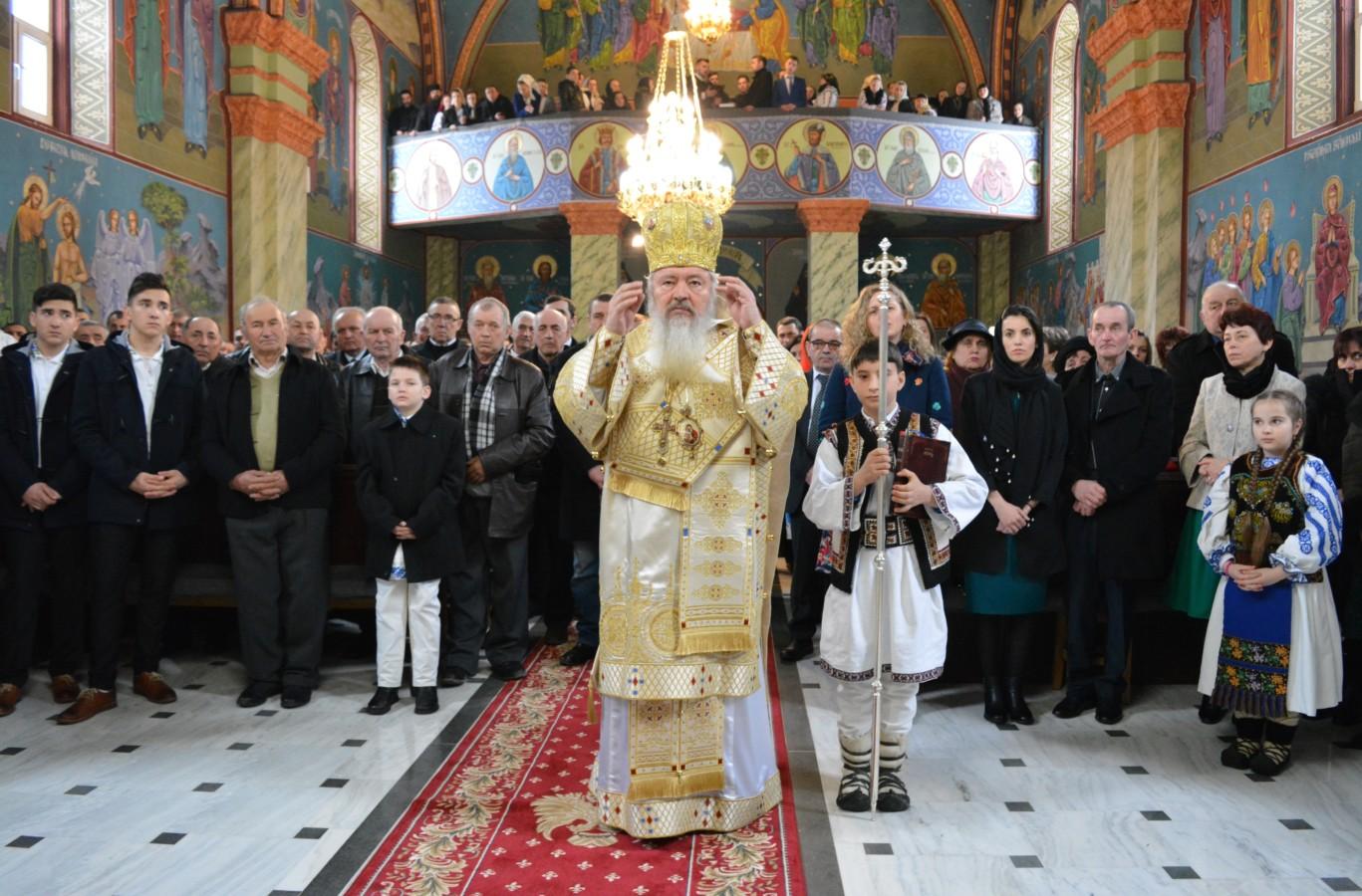 """ÎPS Andrei, la Măgura Ilvei: """"Crucea este flamura sub care ne luptăm noi creștinii împotriva celui rău!"""""""
