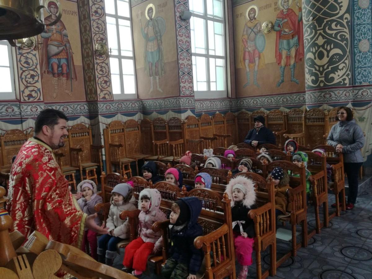 Zeci de copii clujeni au primit sfaturi despre cum să se comporte în biserică și-n societate