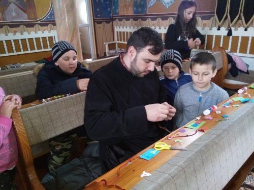 """Atelierul de creație """"Mărțișorul, vestitorul primăverii"""", în parohia bistrițeană Dumbrăveni"""