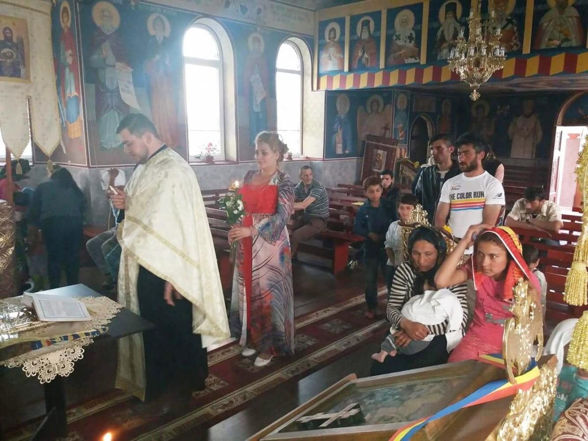 21 de rromi, încreștinați în parohia sălăjeană Popteleac