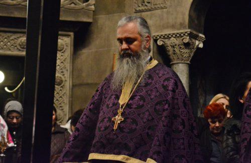 Credincioșii clujeni au rememorat joi, împreună cu IPS Andrei, suferințele Mântuitorului