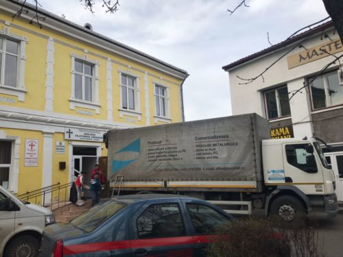 40 de tone de ajutoare oferite de Arhiepiscopia Clujului în Săptămâna Mare