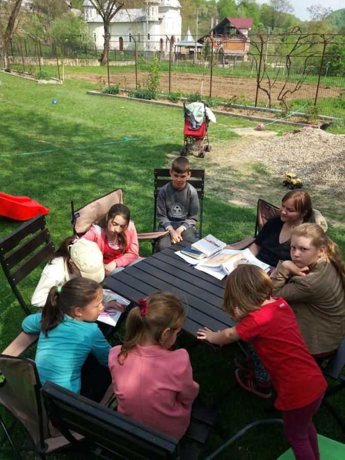 Activități cu cei mici în parohia Hălmăsău, în Duminica Mironosițelor