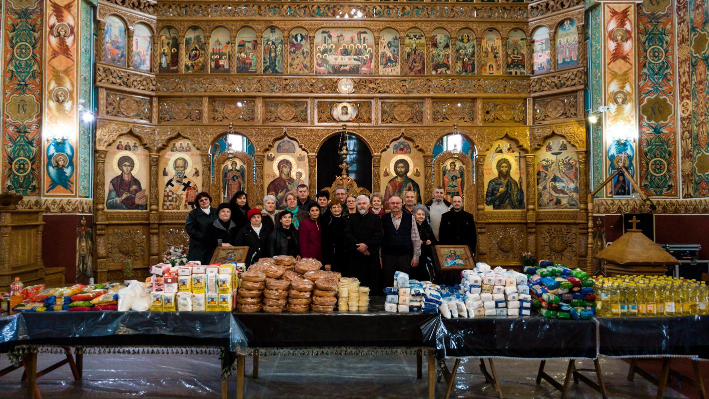 """80 de familii băimărene, ajutate de Paşti de credincioșii parohiei  """"Nașterea Domnului"""""""