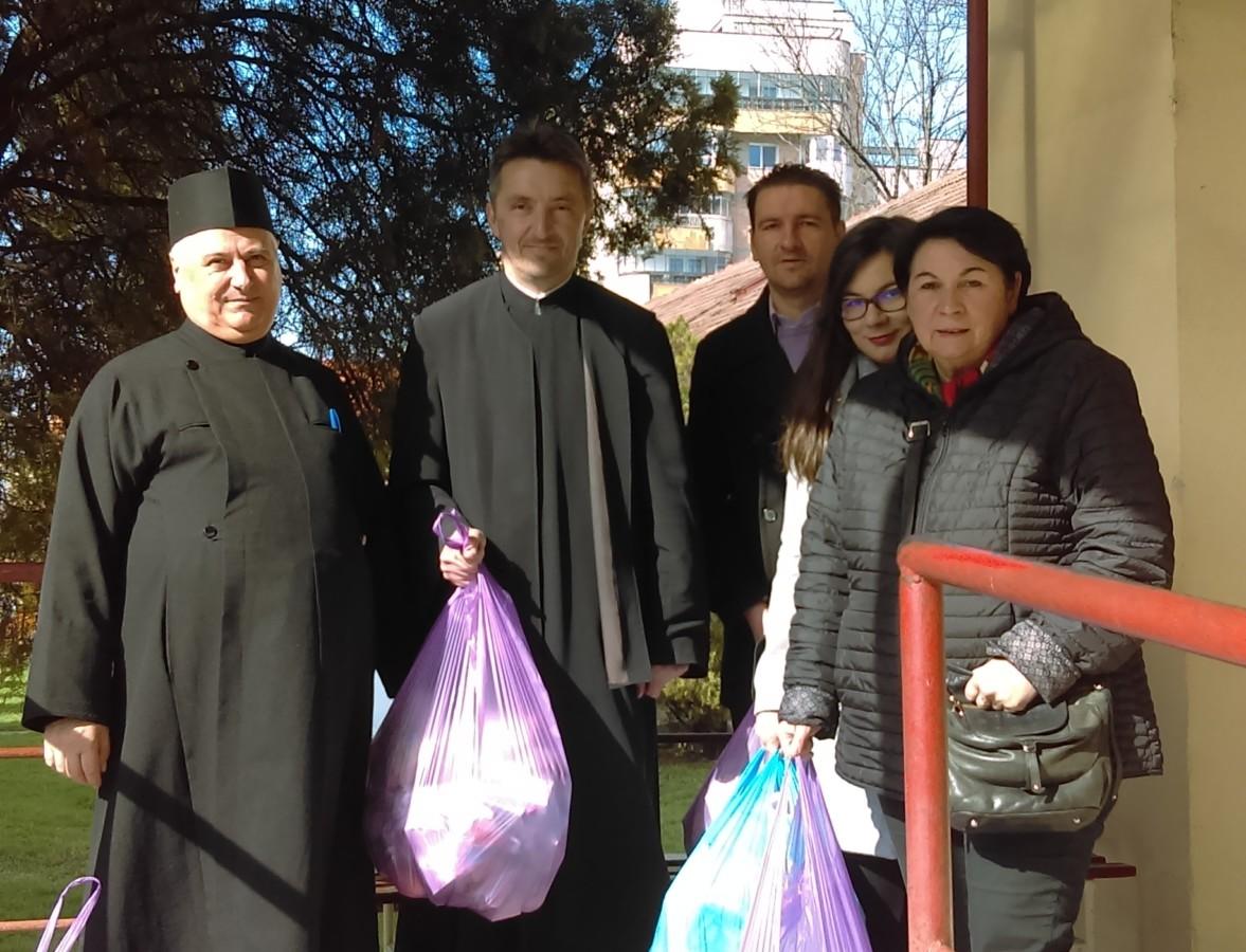 Pachete de Paști, pentru beneficiarii Căminului de bătrâni din Cluj-Napoca