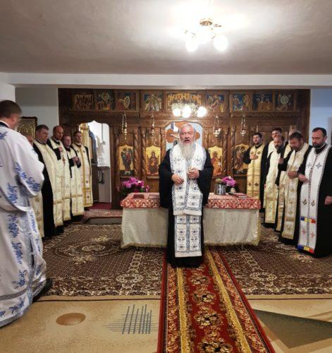 Demisolul bisericii din Dezmir, binecuvântat de IPS Andrei