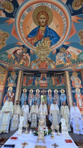 Târnosirea bisericii şi sfinţirea altarului de vară din Dragomireşti
