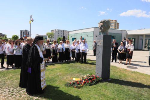 Mitropolitul Clujului, prezent la Baia Mare, la dezvelirea bustului sculptorului Vida Gheza