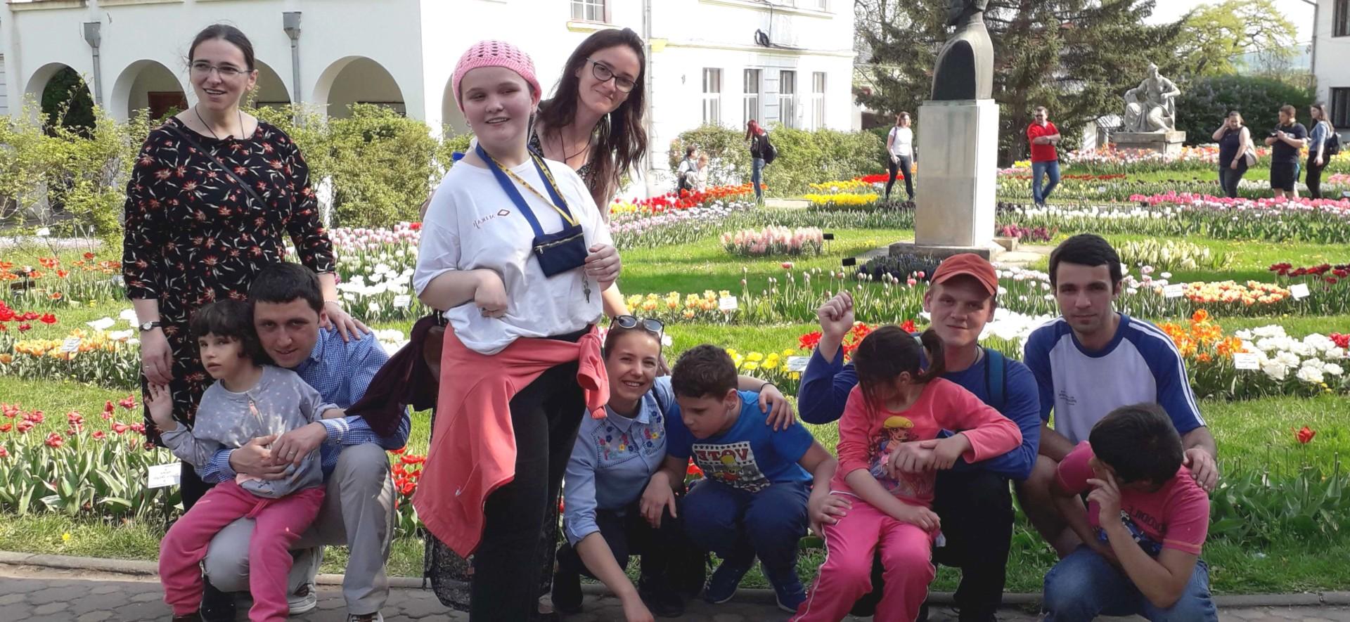 La Grădina Botanică cu copiii de la Liceul pentru Deficienți de Vedere din Cluj