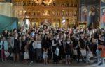 Sute de elevi premiați de Mitropolitul Clujului, în parohia Adormirea Maicii Domnului
