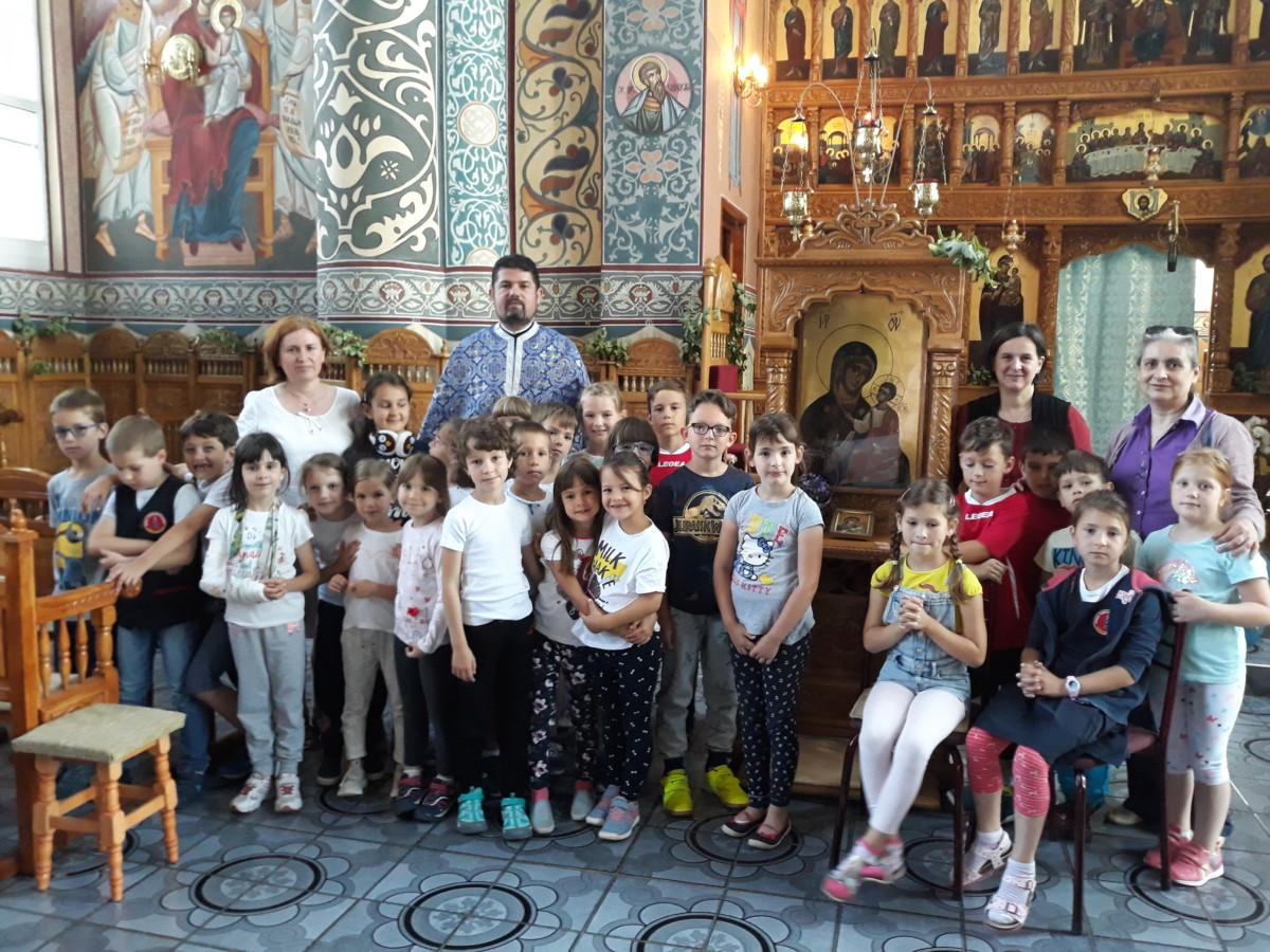 Copiii clujeni au învățat în biserică despre ia românească