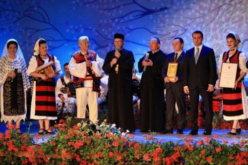 Cea mai înaltă distincţie a Episcopiei Maramureșului pentru interpretul de folclor Gheorghe Turda
