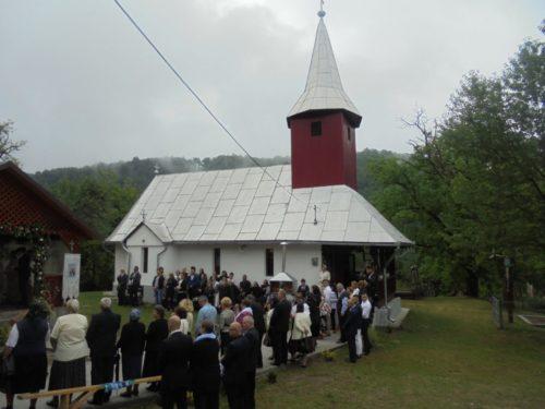 Credincioșii parohiei Leurda, în sărbătoare. IPS Andrei a săvârșit aici Sfânta Liturghie