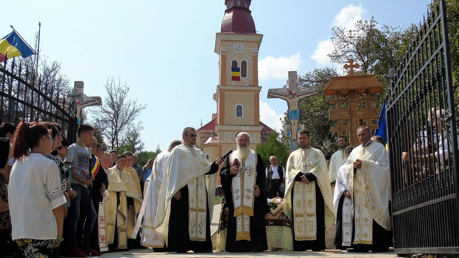 Înaltpreasfințitul Părinte Arhiepiscop și Mitropolit Andrei, prezent în parohia Feldioara, protopopiatul Gherla, la 36 de ani după vizita unui episcop