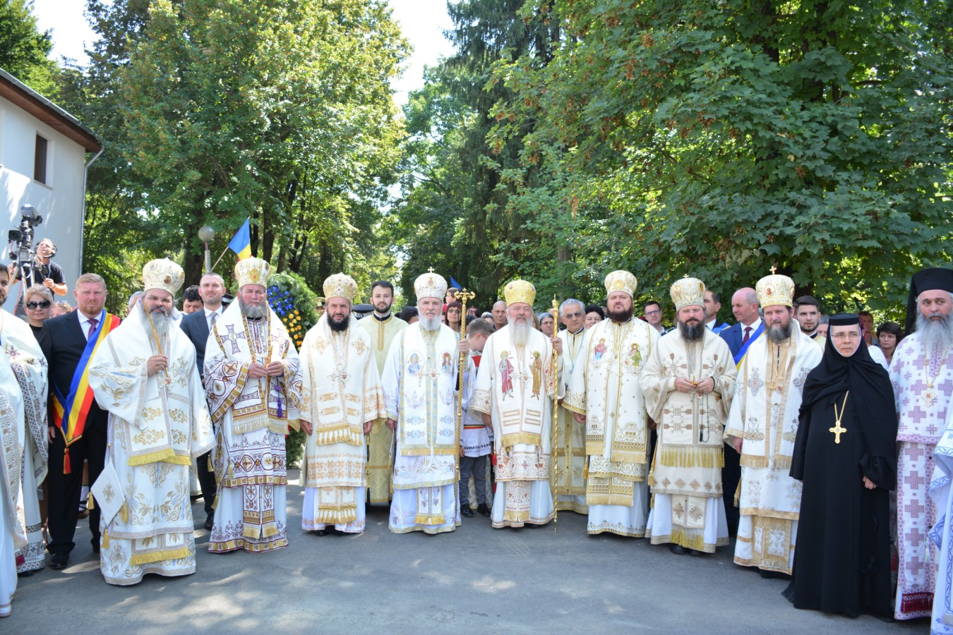 Mănăstirea Mihai Vodă din Turda, sfinţită de 9 ierarhi ai Bisericii Ortodoxe Române
