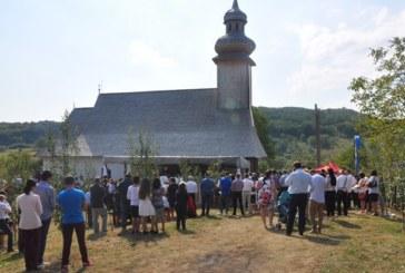 Doi ierarhi au resfințit biserica veche a Parohiei Bădăcin, ce datează de la începutul secolului XVIII