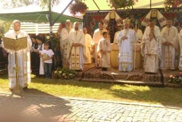 <span style='color:#B00000  ;font-size:14px;'> </span> <br> Mitropolitul Clujului, în mijlocul credincioșilor din străvechea parohie Bologa</p>