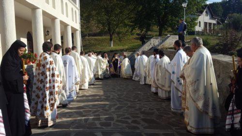 Mitropolitul Clujului, alături de mii de pelerini, la hramul Mănăstirii de la Cășiel
