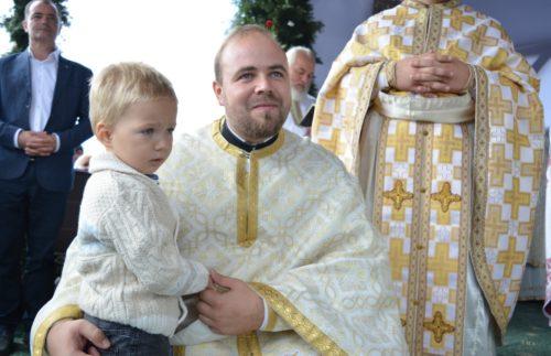 Mii de credincioși s-au rugat împreună cu ÎPS ANDREI, la hramul Mănăstirii Piatra Fântânele