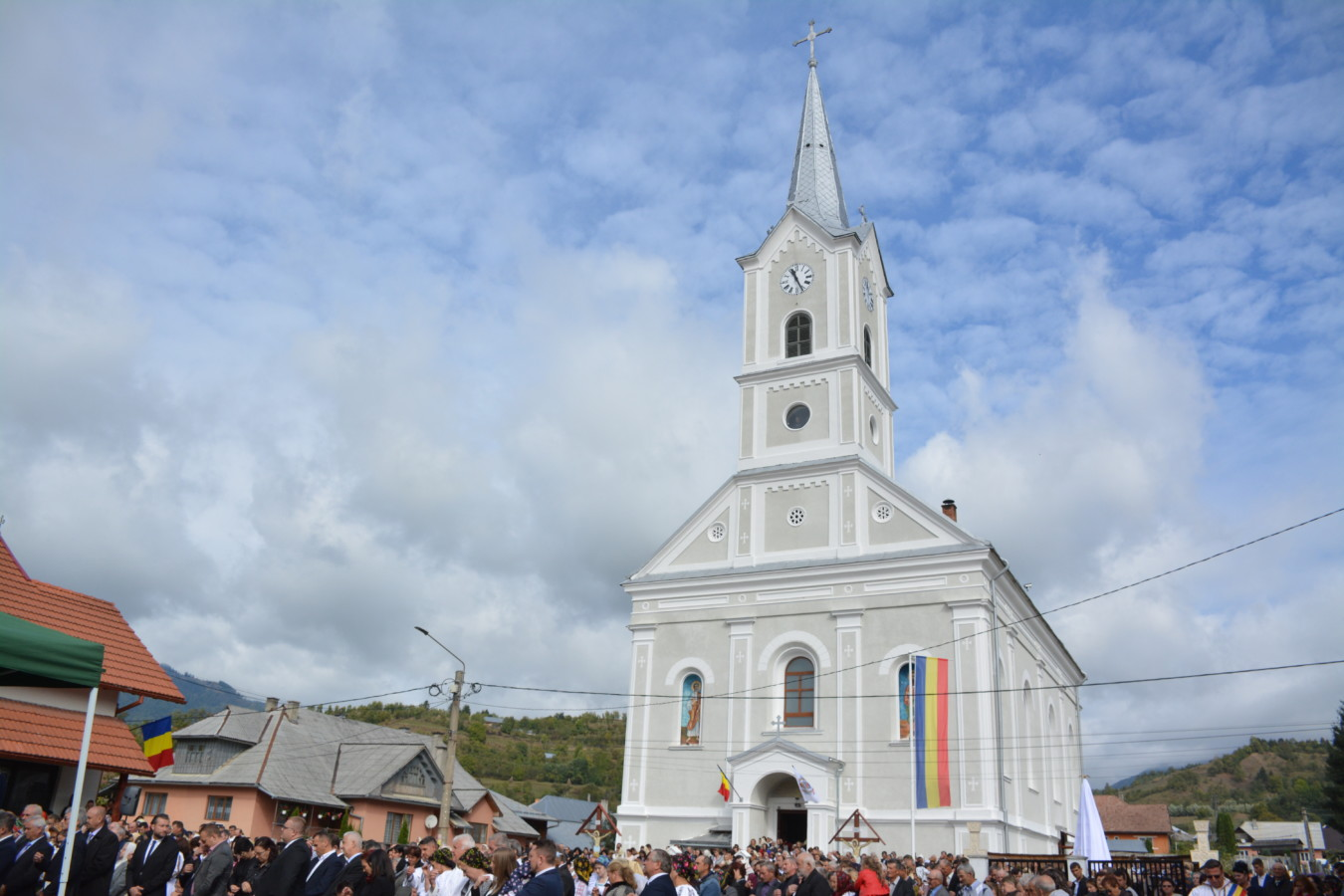 "Resfințirea bisericii istorice din parohia ""Sfântul Ierarh Nicolae"" din Sîngeorz-Băi"