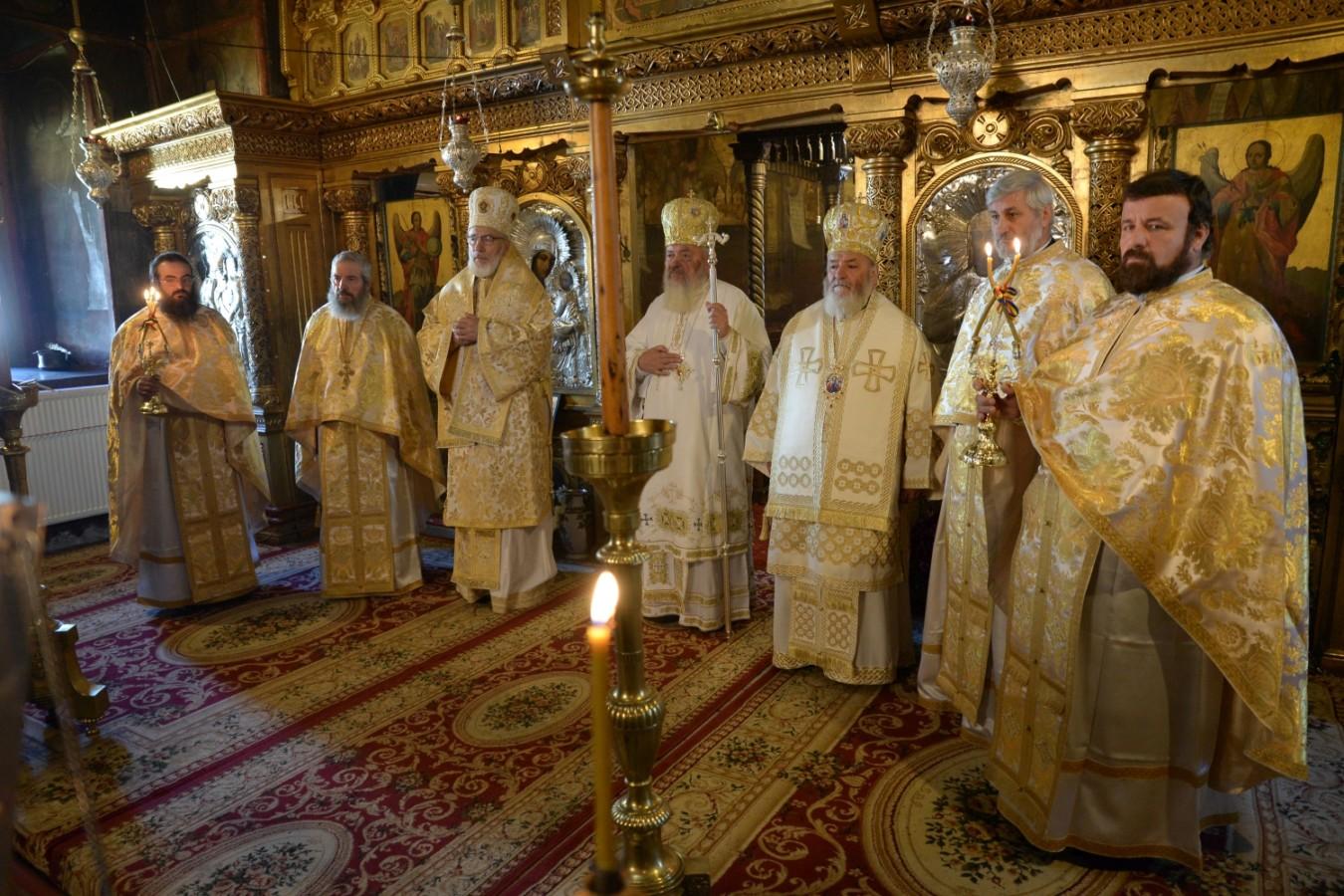 Mitropolitul Andrei la hramul Mănăstirii Căldăruşani: Într-o lume ce se secularizează este nevoie de creştini mărturisitori