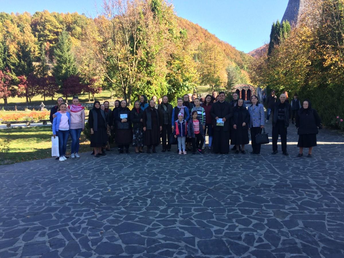 Credincioşii din Căianu-Mic, în pelerinaj la mănăstirile maramureşene