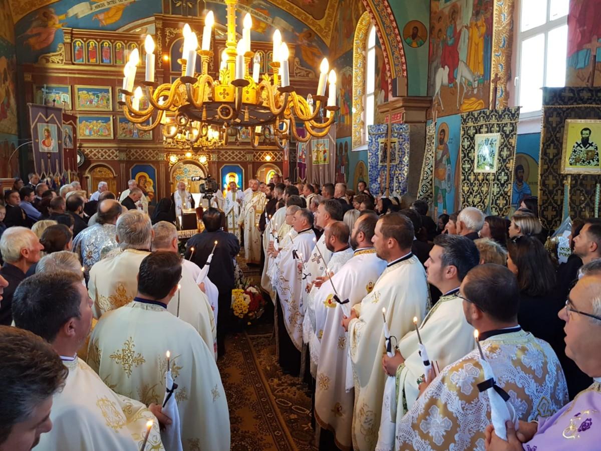 Slujba înmormântării părintelui Grigore Fontul oficiată de Mitropolitul Clujului