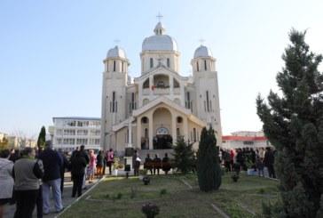 """Hramul bisericii """"Sfinţii Arhangheli Mihail şi Gavriil"""" din Baia Mare"""